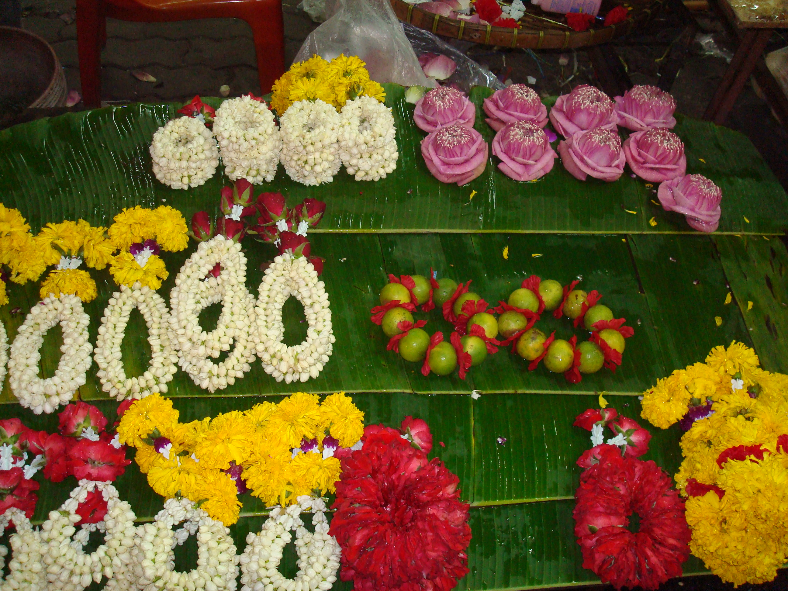What i did or rather am doing over my summer vacation part 1 these are handmade flower offerings for sale across the streets from the hindu temple yes izmirmasajfo